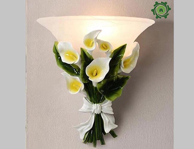 Mẫu đèn trang trí cột nhà đế hoa