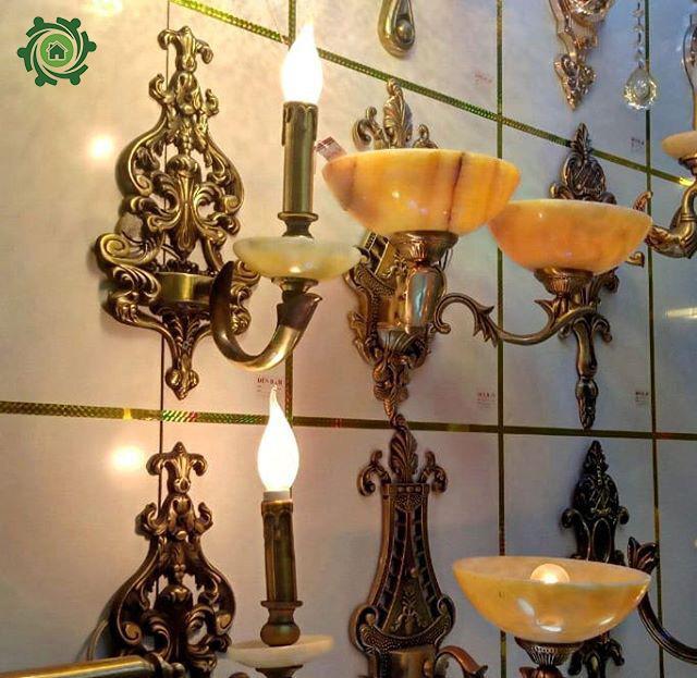 Mẫu đèn trang trí cột nhà bằng kim đồng