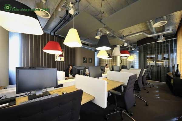 Trang trí phòng làm việc công sở bằng đèn