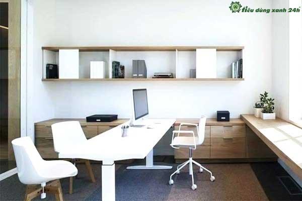 Trang trí phòng làm việc công sở bằng kệ gỗ