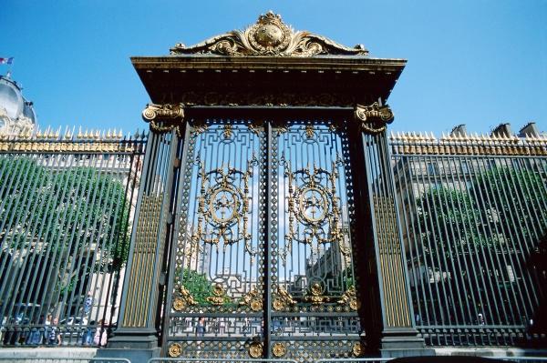 9+ mẫu cổng cửa sắt nghệ thuật đẹp nhất 2021 hợp phong thủy